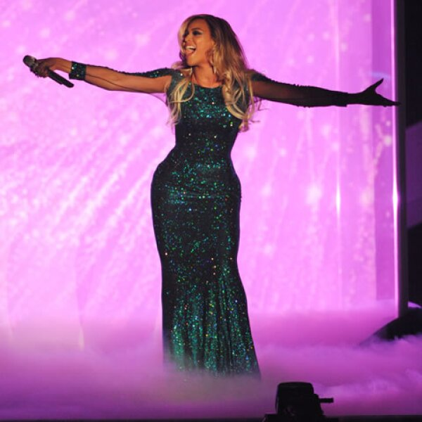Beyoncé sorprendió con su presencia y también con su vestido.