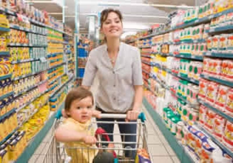 El gasto de tener un hijo se incrementa hasta los 18 años en un 96%.  (Foto: Jupiter Images)