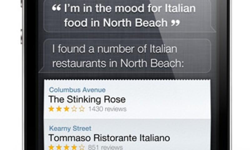 El asistente personal Siri, le permite al usuario hablarle al teléfono, redactar mensajes de texto y agendar citas. (Foto: Cortesía Apple)