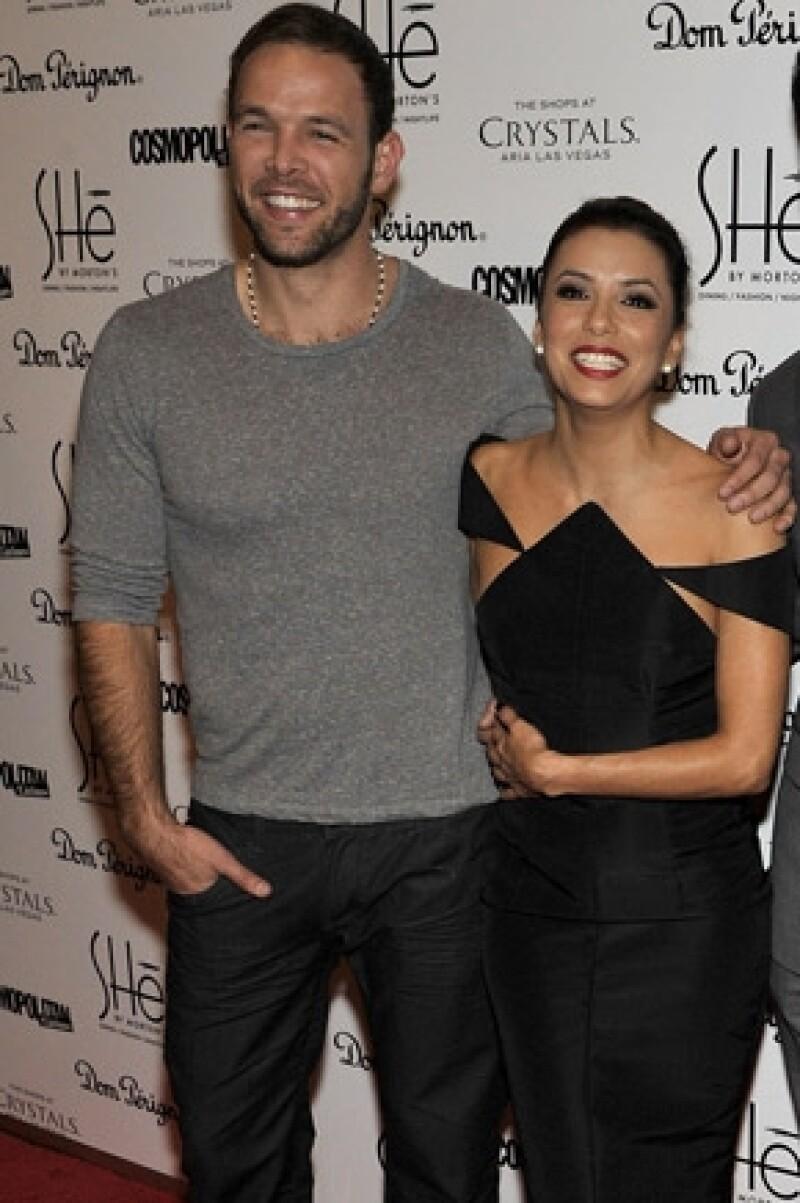 Diversas fuentes aseguran que el empresario anda con la actriz debido aque hace un año Ernesto se declaró en bancarrota.