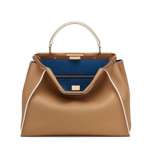 Una bolsa grande es ideal para una workaholic. Podrás consentirla con una Peekaboo de Fendi.
