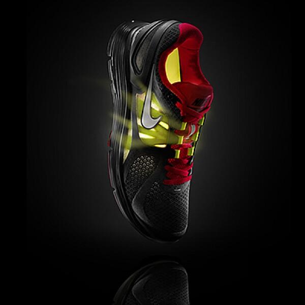 Nike presentó su colección para corredores, en la que se incluye esta zapatilla 'Lunar Eclipse 2', que tiene un soporte extra en el talón y material que envuelve la parte media del pie.