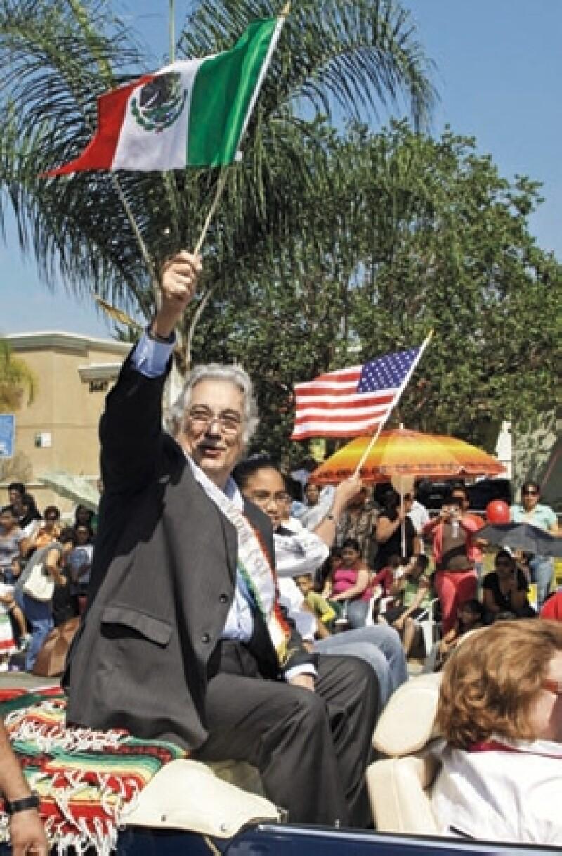 Por México. El tenor siempre habla bien del país donde vivió de niño y debutó.