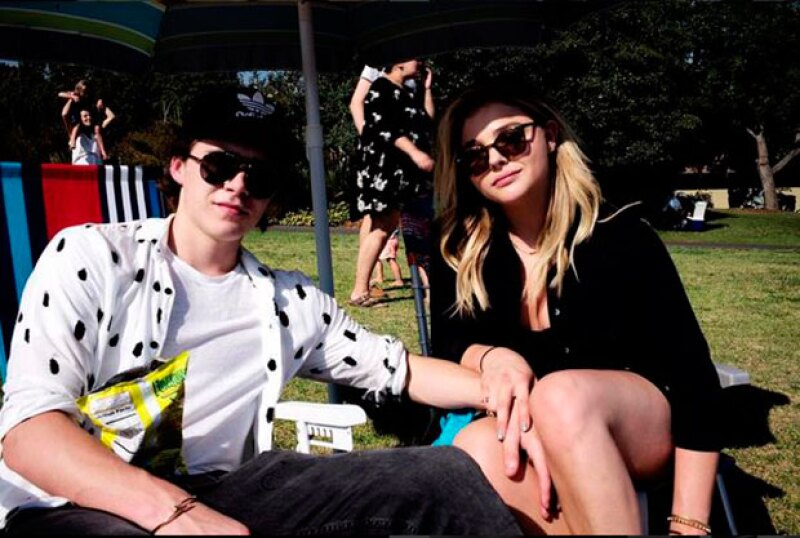 El joven de 17 años tiene un noviazgo con la actriz  Chloë Grace Moretz.