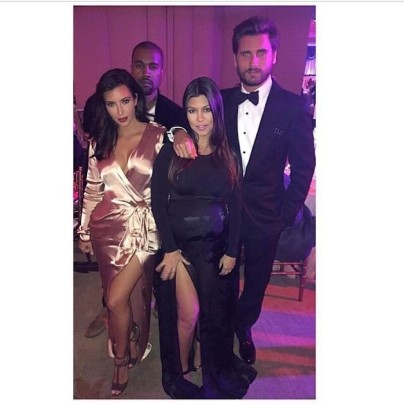 El fin de semana Kourtney y Scott asistieron a la boda de Scott Sartiano y Allie Rizzo, en la que aparece con su hermana Kim y su cuñado Kanye.
