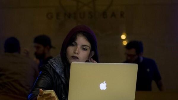 La nueva MacBook tiene una batería con hasta 10 horas de autonomía.