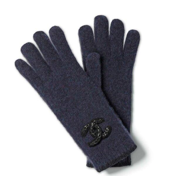 No vayas a ningún lado sin tus guantes Chanel.