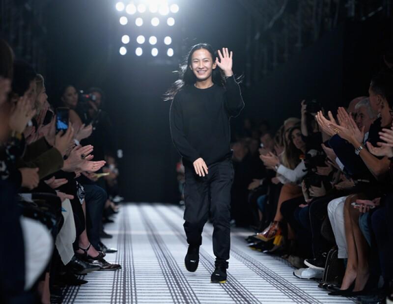 Alexander sale de Balenciaga, Jane Birkin pide Hermès cambiarle el nombre a la icónica bolsa, y Calvin Harris posa muy hot para Armani. Entérate de todo.