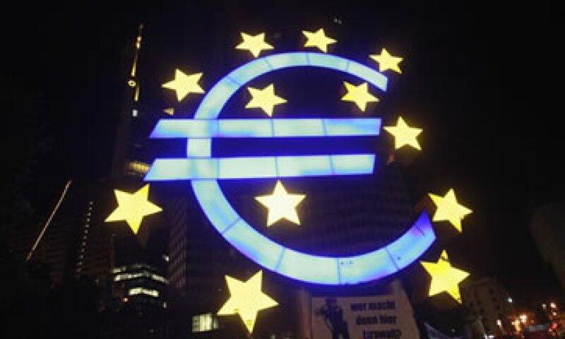 Miembros del FMI han dicho que la entidad debería reducir las tasas de interés. (Foto: Reuters)