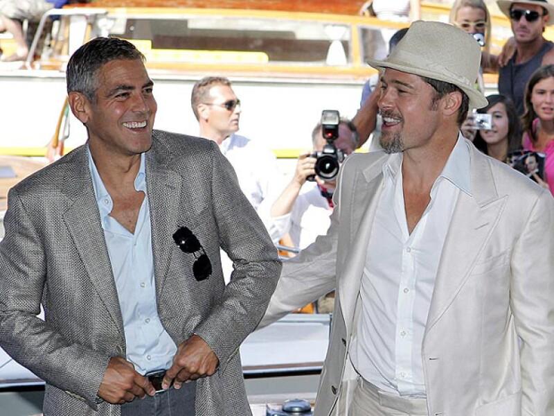 George Clooney y Brad Pitt, son inseparables y todo el tiempo se hacen bromas en público.