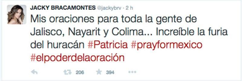La conductora y tapatía publicó un tuit en el que pide que oren por México.