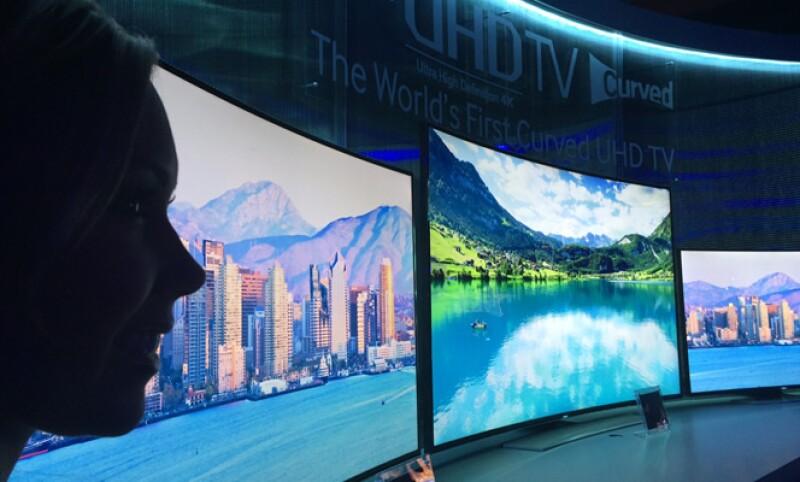La compañía también presentó una serie de televisores con tecnología 4K, es decir, cuatro veces la alta definición, que representan su carta fuerte para 2014 en México.