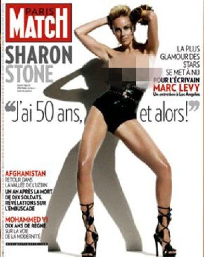 La actriz asegura que estar en la quinta década no es el fin de la vida, por lo que posó en topless para una revista francesa.