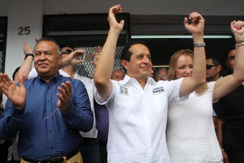 El perredista Carlos Joaquín González fue el primero en iniciar inaugurando su casa de campaña en Cancún.