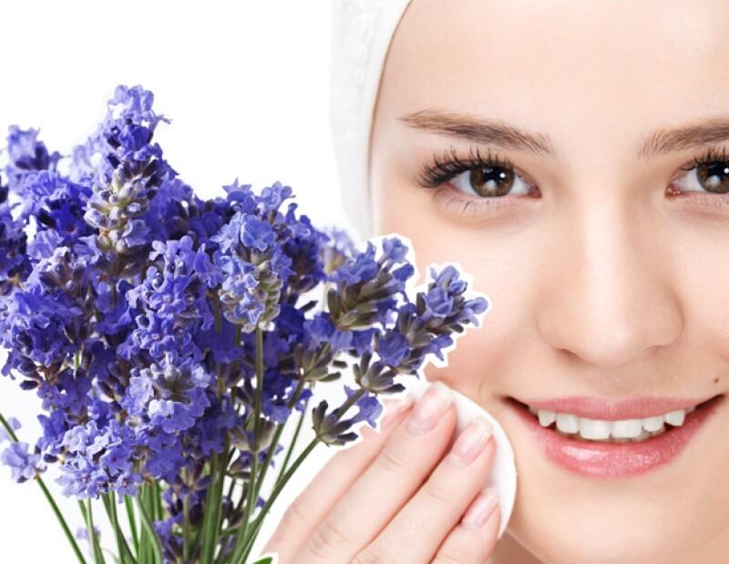 Haz un remedio con lavanda para usar como tónico en la piel.