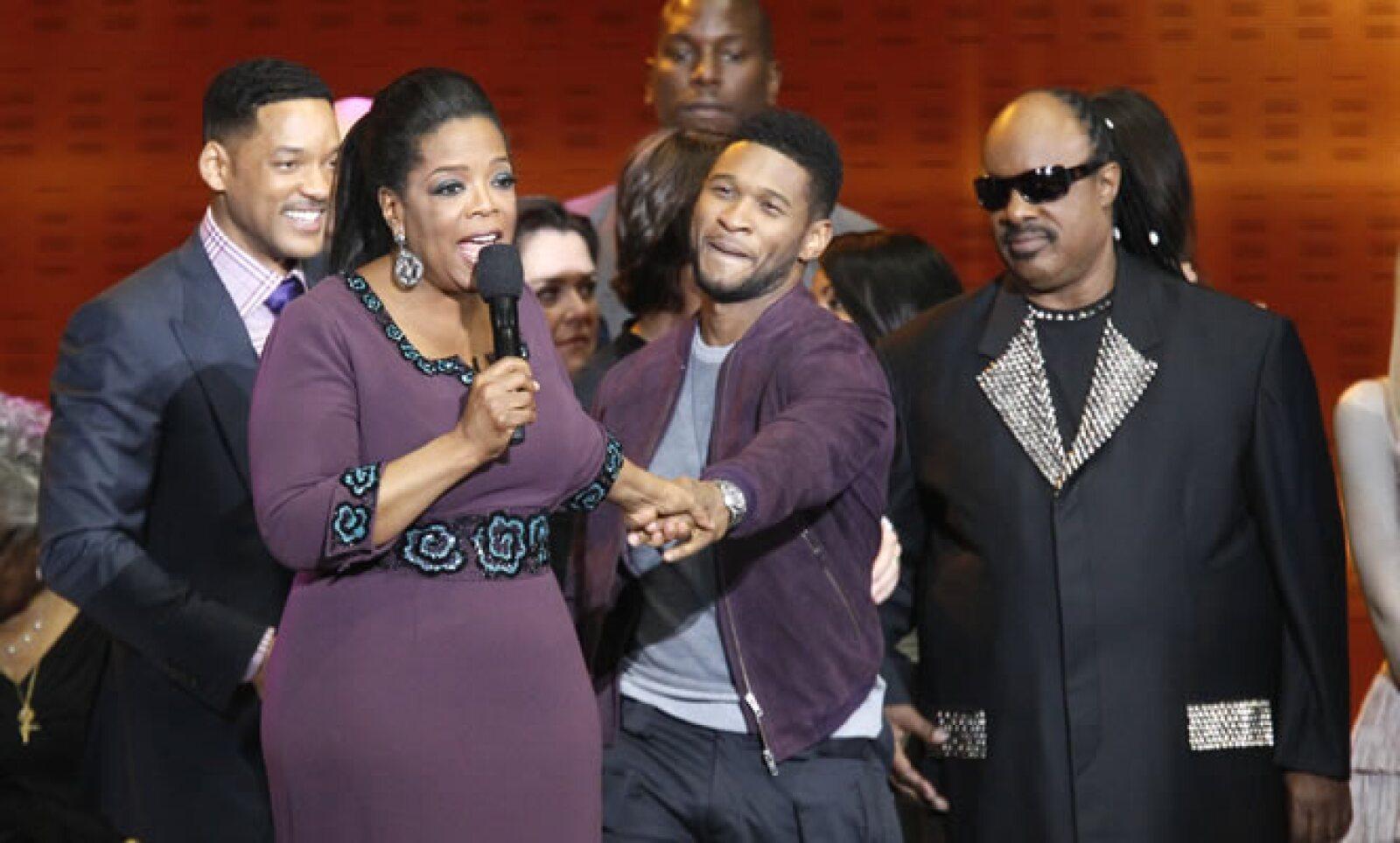 En la imagen vemos a Will Smith, Usher y Stevie Wonder. Juntos han participado en más de 30 películas y vendido más de 200 millones de copias de discos vendidos, además de aparecer en más de 20 películas.