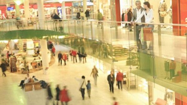 Algunas tiendas minoristas en Estados Unidos están comenzando a comunicarse con los compradores vía una aplicación para teléfonos. (Foto: Getty Images)