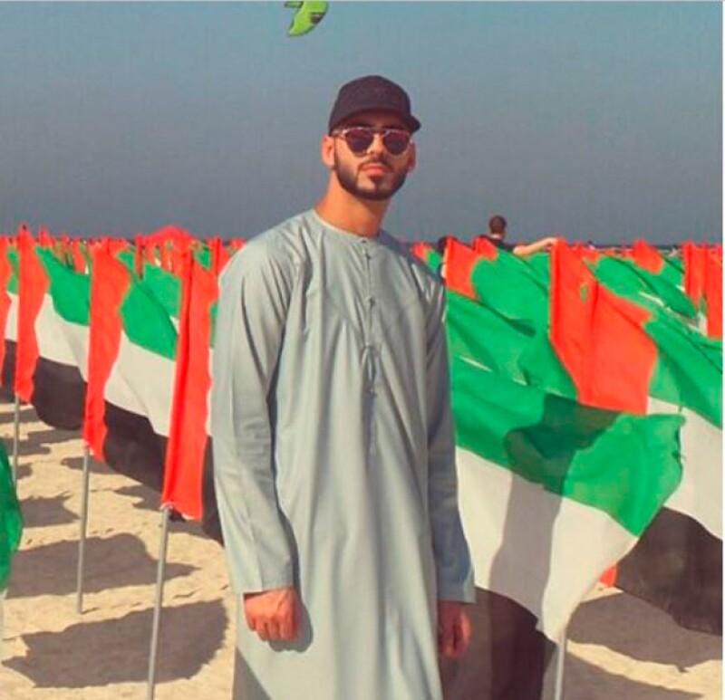 Este miércoles es un día especial en los Emiratos Árabes Unidos, pues se celebra la Fiesta Nacional de su fundación, festividad que los newlyweds no podían perderse.