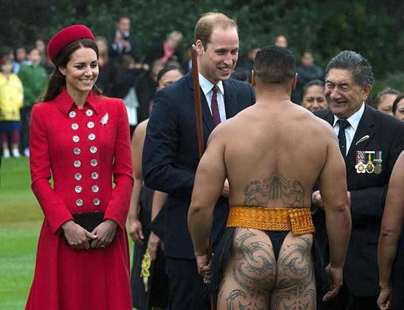 Kate y Guillermo saludarosn y agradecieron a la tribu el recibimiento.