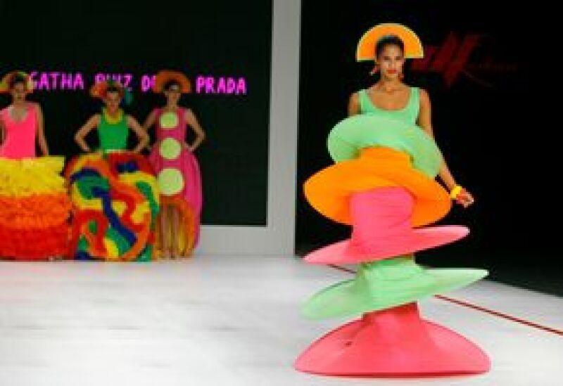 Colores vivos y frescos se vieron reflejados en las creaciones que desfilaron en el evento de moda.