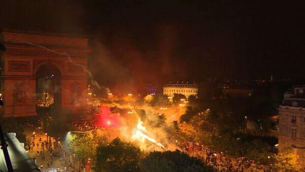 Festejos en Francia por el triunfo en el Mundial dejan casi 300 detenidos