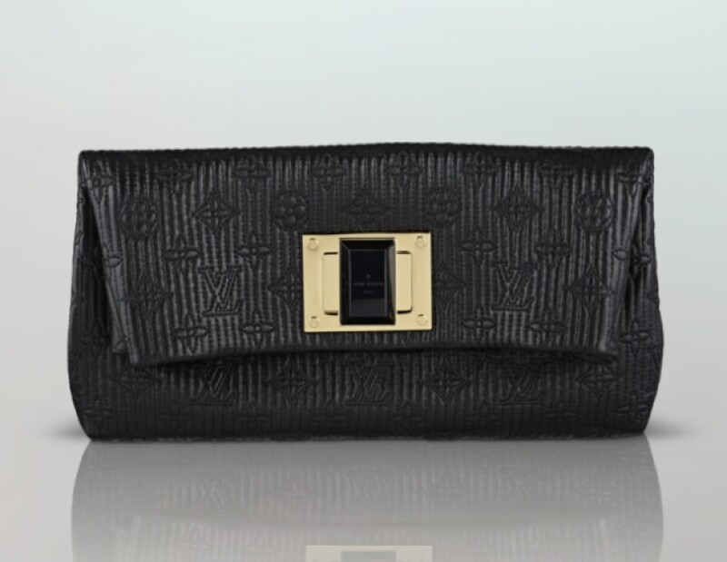 Este clutch Louis Vuitton es ideal para cualquier tipo de evento.