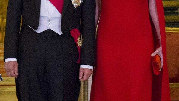 La esposa de Enrique Peña Nieto eligió dos diseños, uno de Valentino y otro Alexander McQueen para los eventos oficiales con la reina Isabell II.