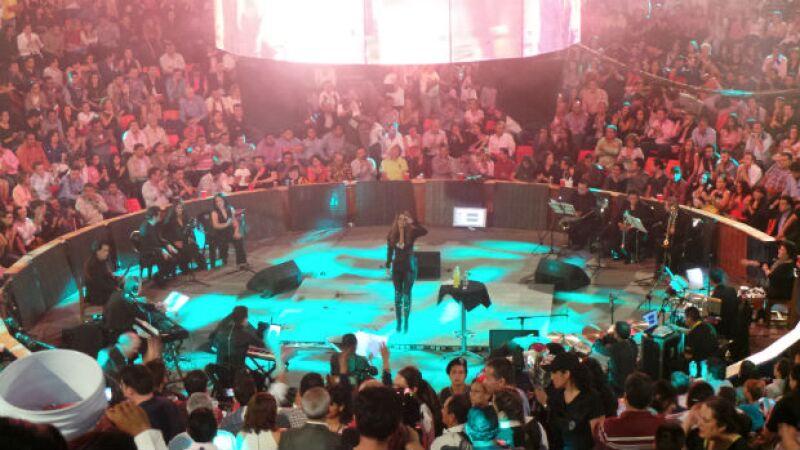 El público en el palenque conectó desde el principio con el show de la artista.