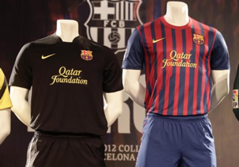 Con este cambio, el Barça dejará de ser uno de los pocos clubes en el mundo del fútbol que no incluye una marca corporativa en las camisetas del primer equipo. (Foto: Reuters)