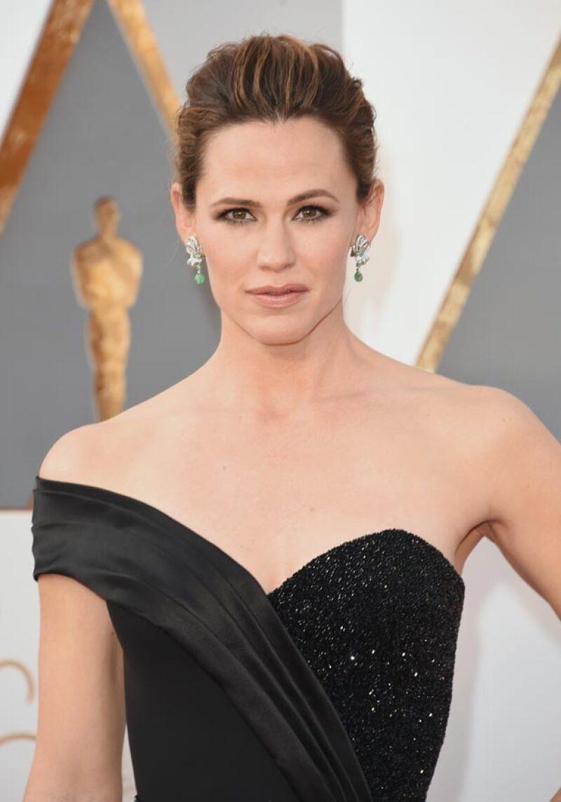 Después de ofrecer su primera entrevista sobre su separación con Ben Affleck, la actriz hizo una impresionante aparición en la red carpet de los premios de la Academia.