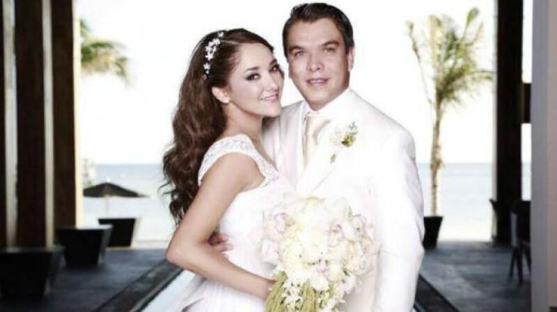 Sherlyn y Gerardo Islas en el día de su boda civil en Cancún.