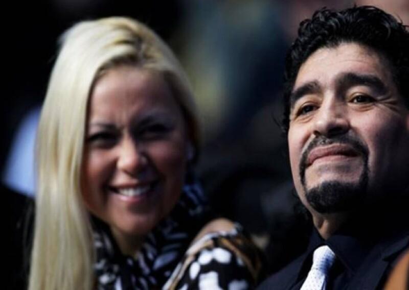 Ayer por la tarde en un hospital de Palermo, Italia nació el hijo de Diego Armando Maradona y su novia de la que lleva separado algunos meses, Verónica Ojeda.