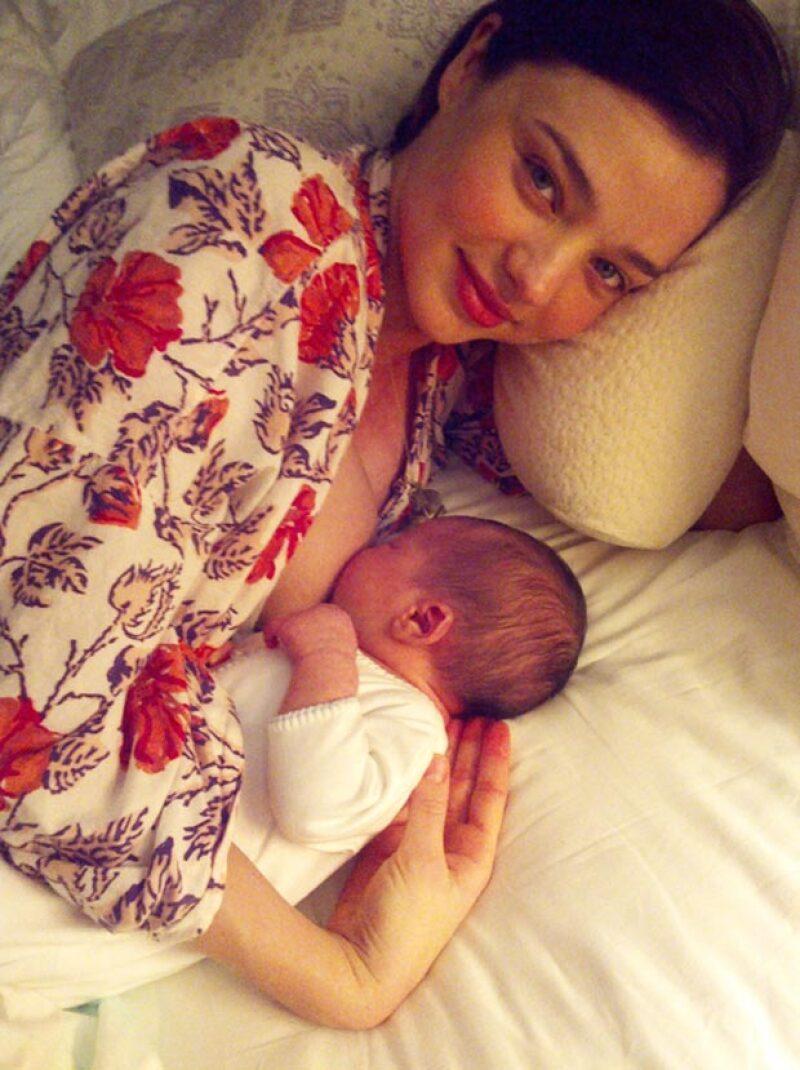 Así de tiernos lucieron la modelo Miranda Kerr y su hijo Flynn, que tuvo con el actor Orlando Bloom.