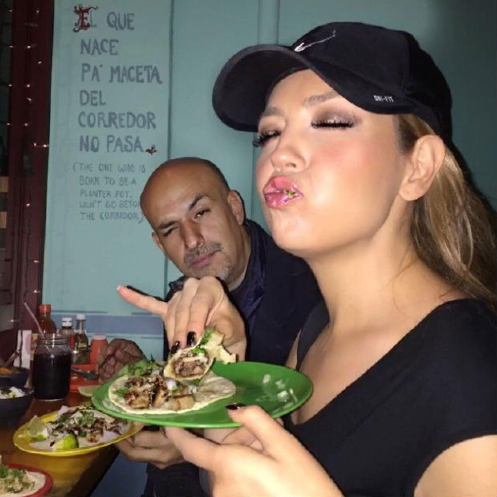Como buena mexicana, Thalía adora los tacos de carnitas.