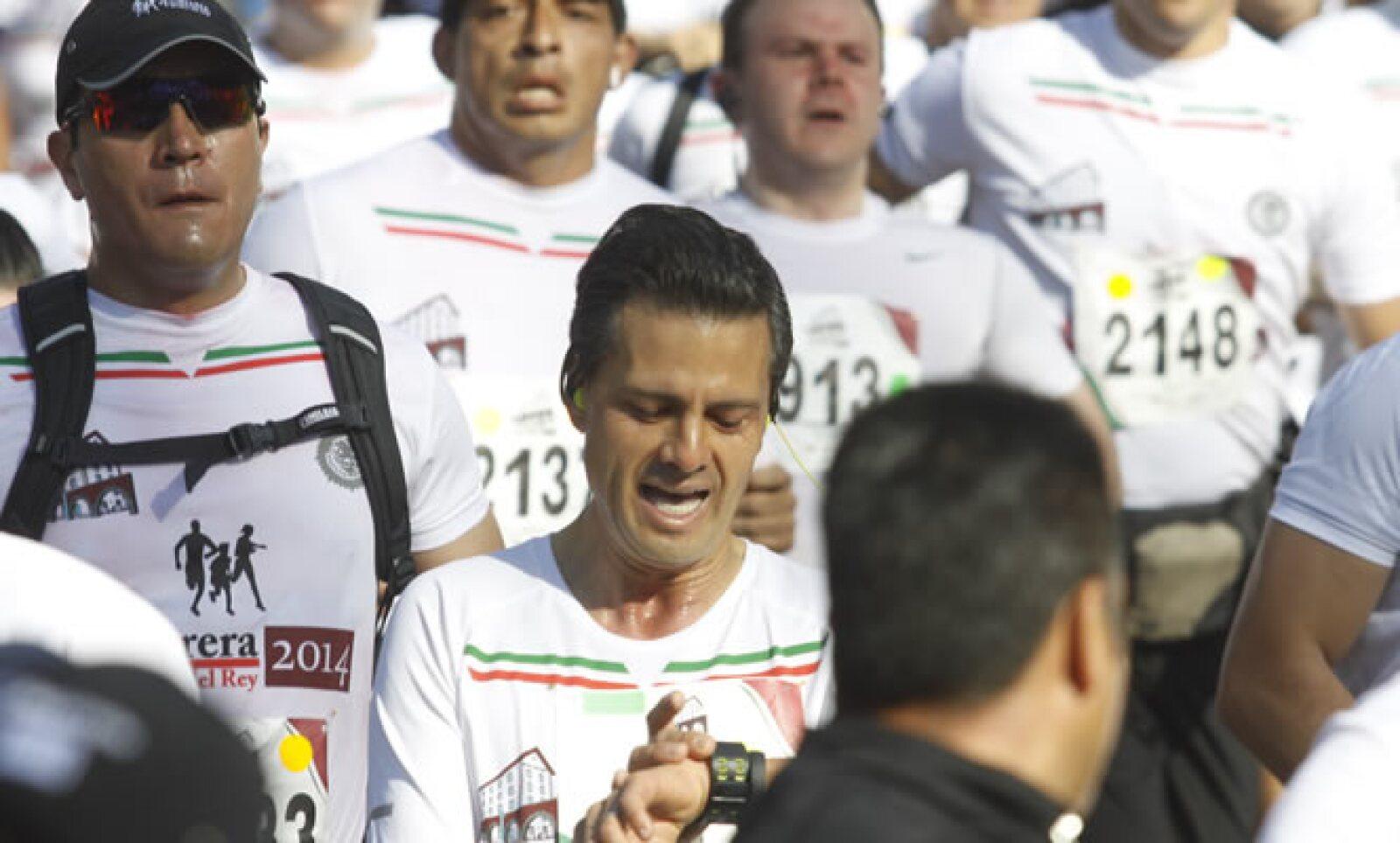 La carrera inició en punto de las 8:00 horas, tras la entonación del Himno Nacional.