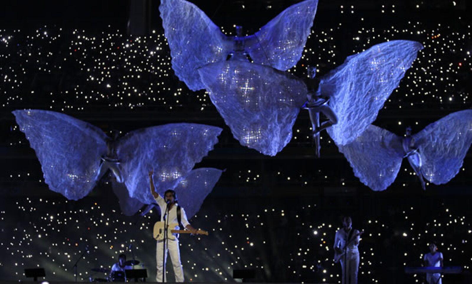 Las voces del grupo Maná, el colombiano Juanes, y Lila Downs, acompañada del tenor José Luis Duval y Eugenia León llenaron de emoción la ceremonia. Nortec sorprendió a todos con el espectáculo de luces y acróbatas que acompañó su presentación de música el