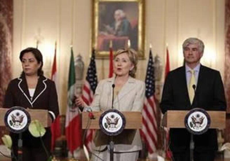 Patricia Espinosa (izq.) canciller de la SRE Mexicana, Hilary Clinton (centro) secretaria de Estado de EU y Lawrence Cannon (der.), ministro de Relaciones Exteriores de Canadá. (Foto: Reuters)