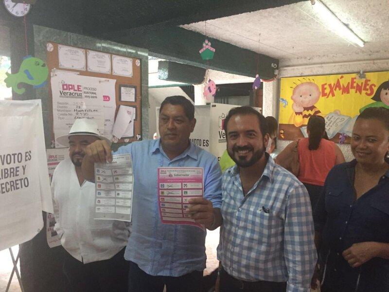 El senador Fernando Yunes denunció que fue retenido ilegalmente por elementos de la policía estatal.