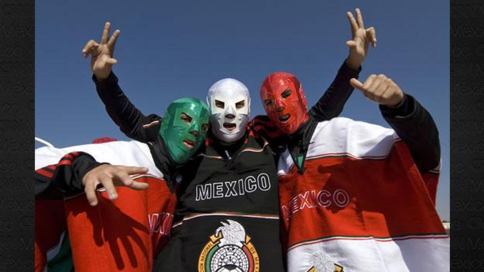Los aficionados mexicanos exhibieron folclor