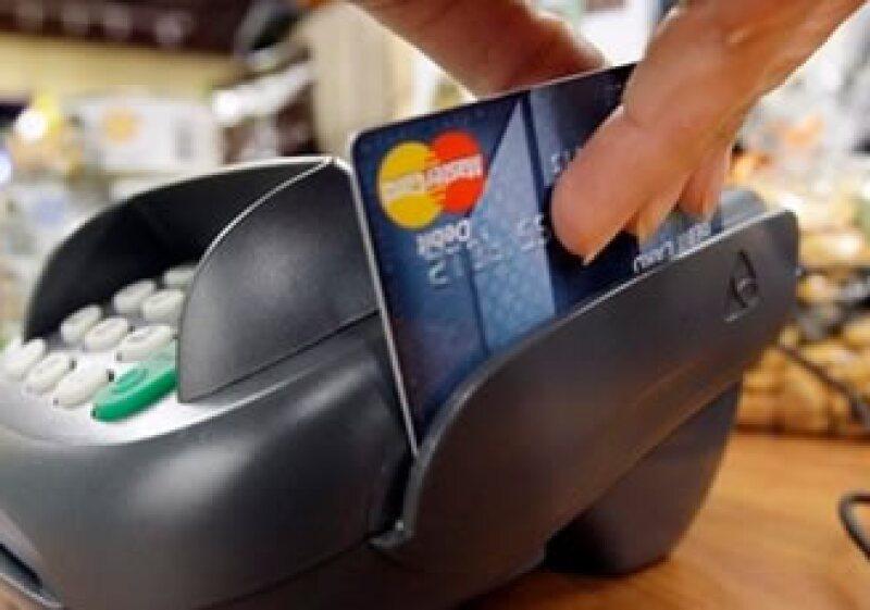 Los bancos de EU están reduciendo sus préstamos después de que el país disfrutara de décadas de una expansión crediticia. (Foto: AP)