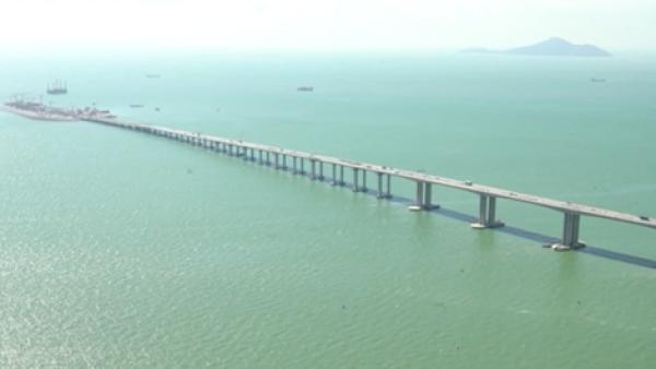 China inaugura el puente más grande que se ha construido sobre el mar
