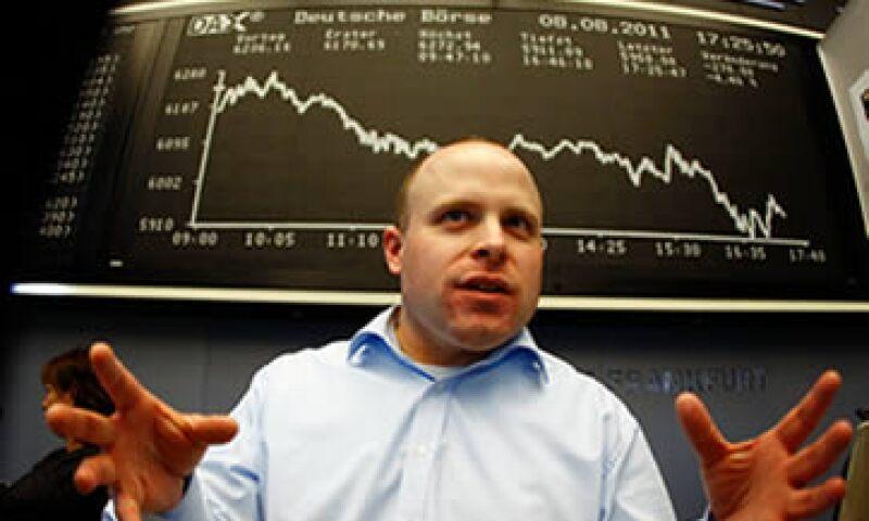 El índice referencial alemán DAX se desplomó 4.67%, y el francés CAC 40 cayó 4.20%. (Foto: Reuters)