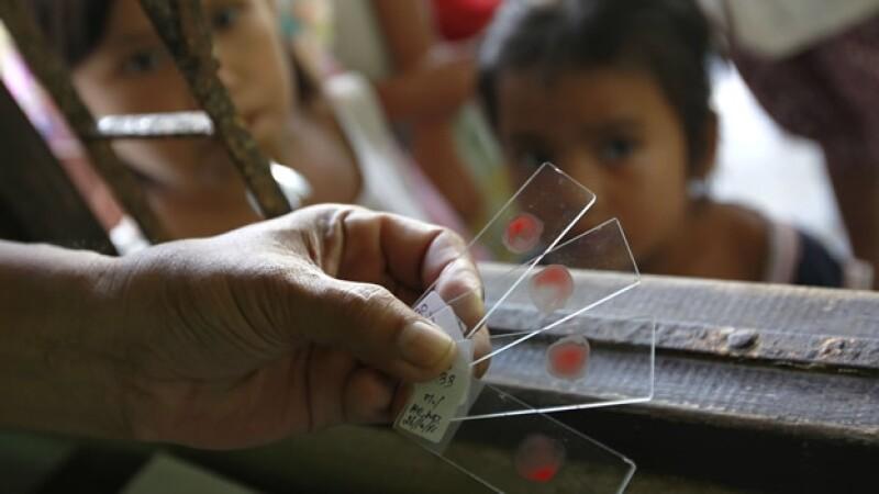 autoridades sanitarias toman muestras de sangre