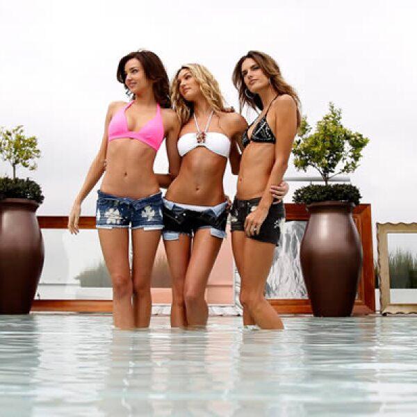 Las tres modelos posan frente a los lentes de la prensa internacional.