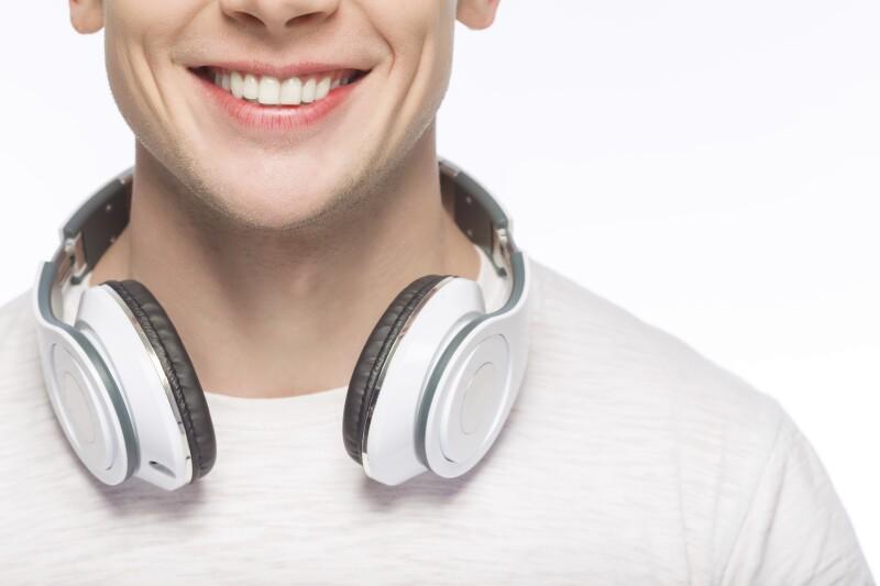 Hay audífonos para todos los gustos y necesidades. En Expansión probamos tres modelos para decirte cuál te va mejor.