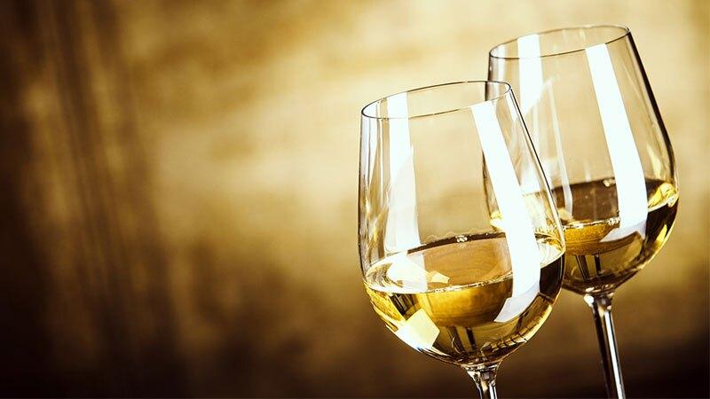Vino blanco para combatir el calor. (Foto: Shutterstock)