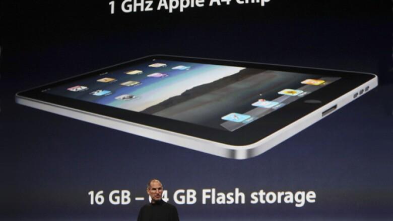 Los costos de la nueva iPad varían dependiendo si tiene conexión Wi-Fi y 3G o sólo Wi-Fi. La versión de 16Gb cuesta 499 o 629 dólares, la de 32Gb va de 599 a 729 dólares y la de 64Gb costará 699 o 829 dólares.