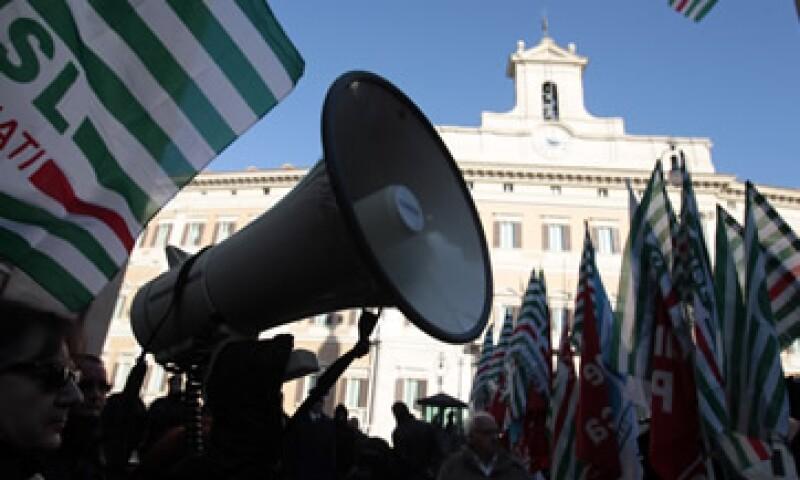 Médicos y enfermeros de hospitales públicos se adhirieron a la protesta. (Foto: AP)