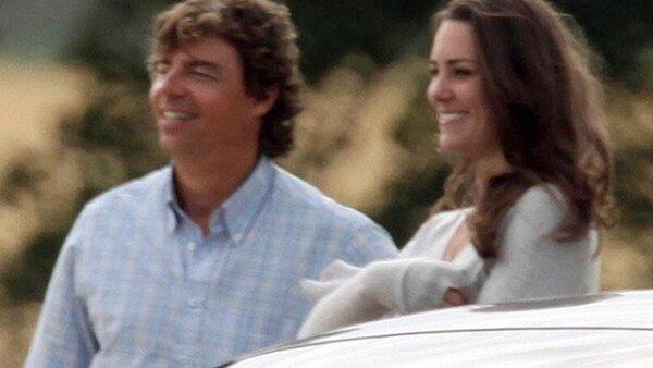 Kate asistió al Club de Polo Beaufort, localizado en Gloucestershire, donde el príncipe Harry y su hermano William jugaron por la copa Chakravarty
