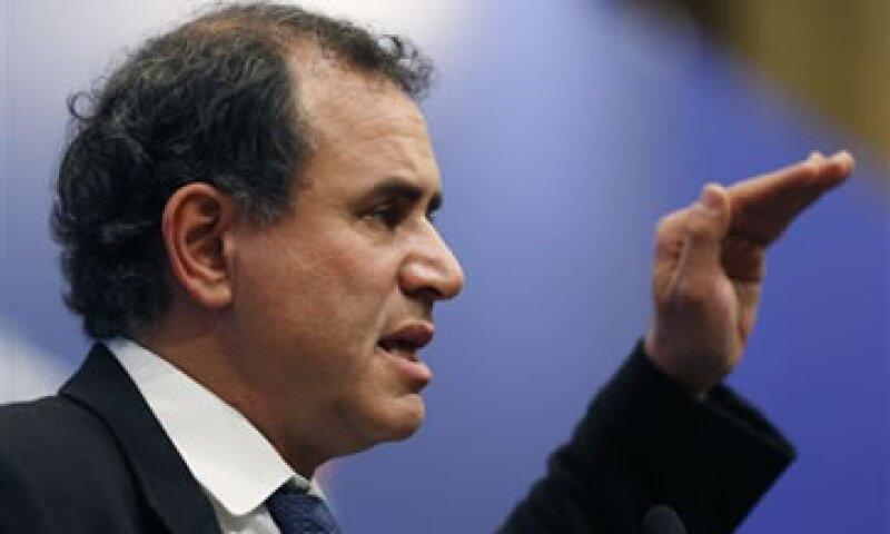 Roubini dijo que la Fed podría fijar el bono del Tesoro estadounidense al 1%. (Foto: AP)